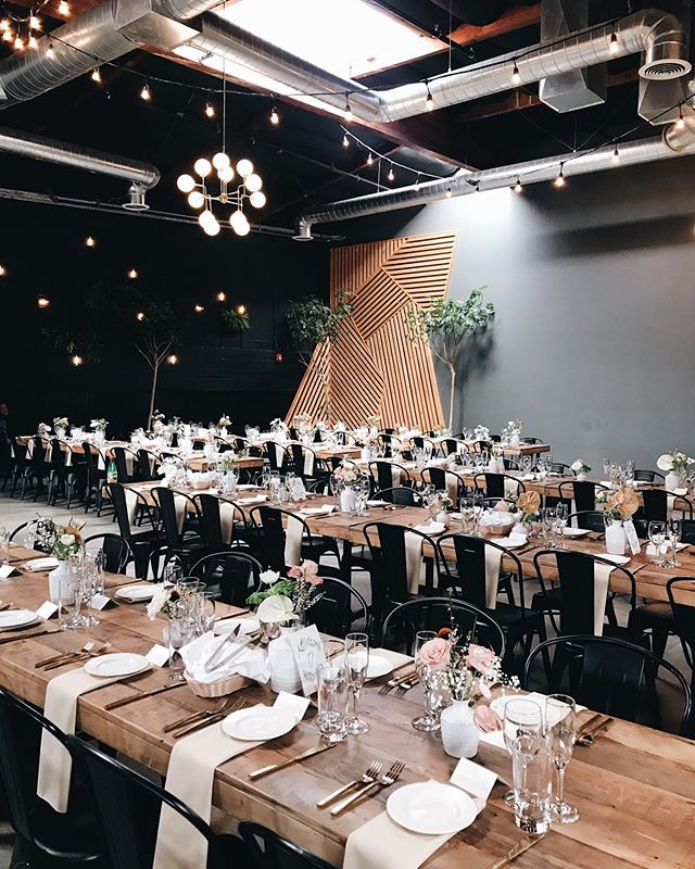 keeping things clean and simple today in this fun venue! 🌿 #everlyevents #letsgoleecha