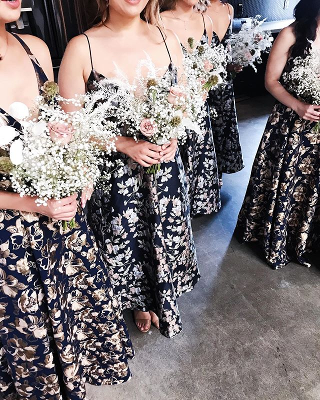 love seeing this creative and different dress idea for these beautiful bridesmaids 👯♀️👯♀️👯♀️ #everlyevents #renttherunway
