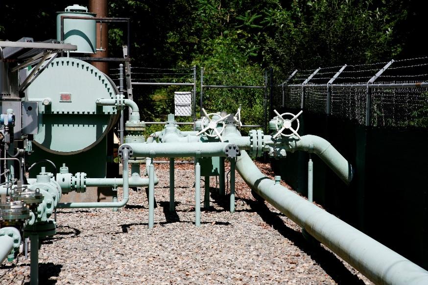 eliz gas warren glen_3.jpg