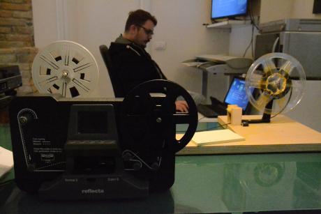 Pellicole Super8 e 8mm - PREZZI PER PELLICOLE 8mm / Super8Il costo è di 2€/minuto e comprende la pulizia e la lubrificazione delle pellicole, il controllo e l'eventuale ripristino delle giunte.Il cliente può scegliere se optare per una conservazione delle pellicole come master digitali (AppleProRes422) o in formati compressi (Mp4).