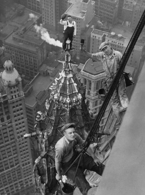Working-on-the-Woolworth-Building-620x956.jpg