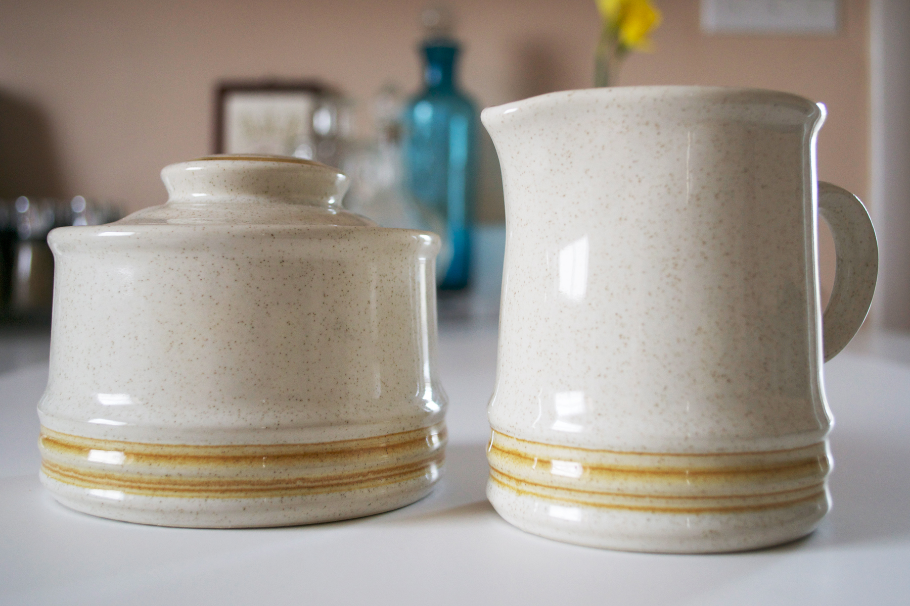 Here's a close up of the sugar and creamer set.