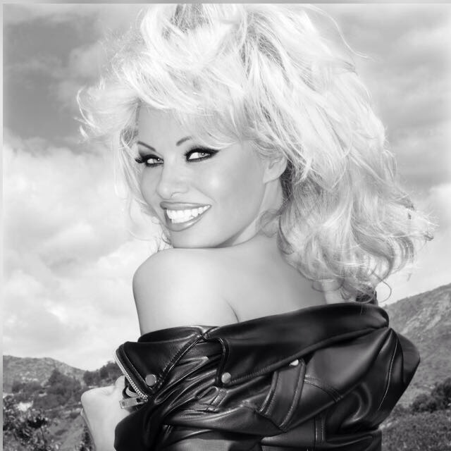 (Pamela Anderson rocking a cruelty free pleather jacket)