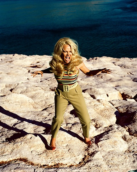 VOGUECS_Who_wants_to_kill_Pamela_Anderson_juneissue-7.jpg