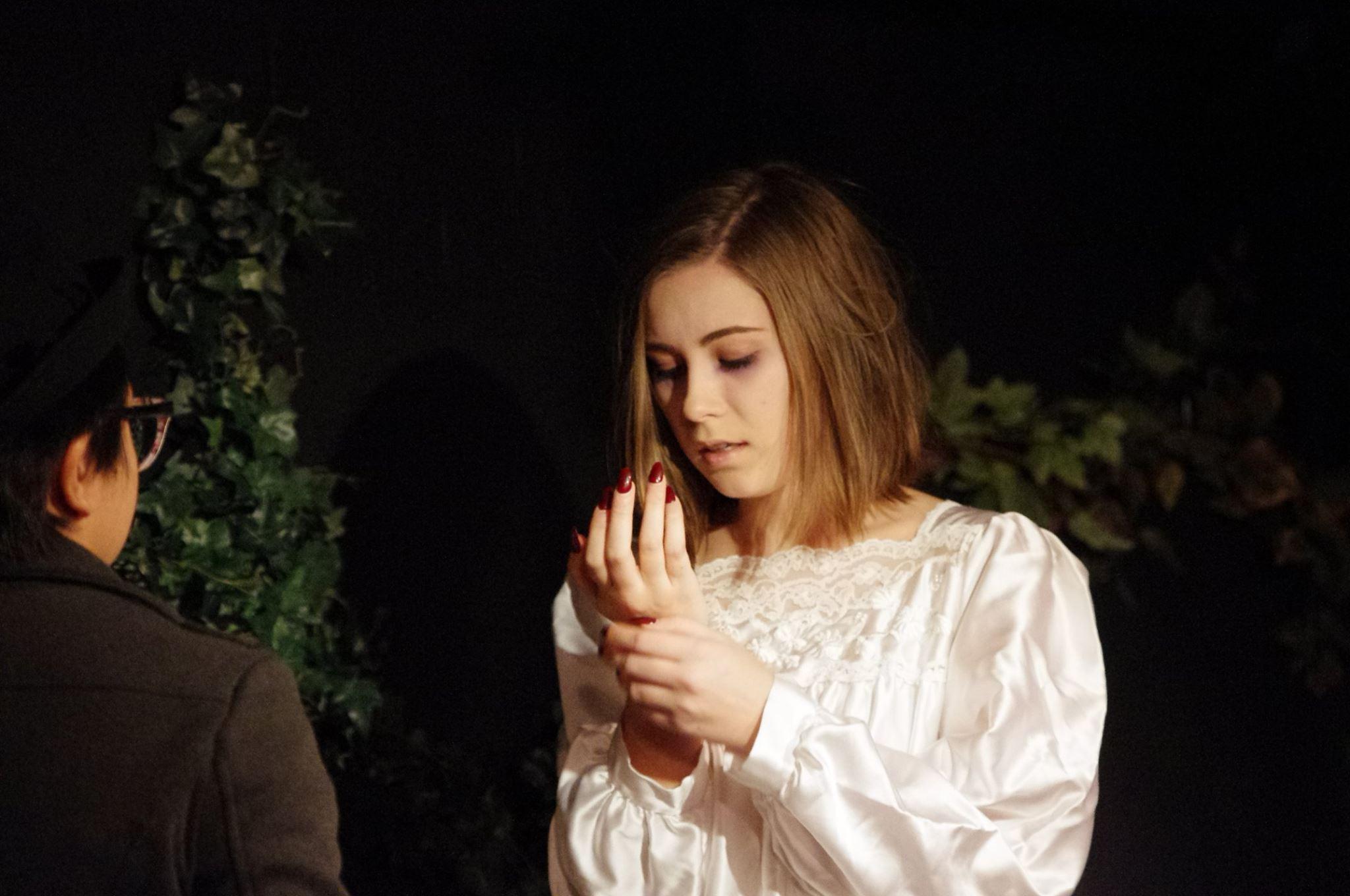 Lady Macbeth sleepwalks, Macbeth