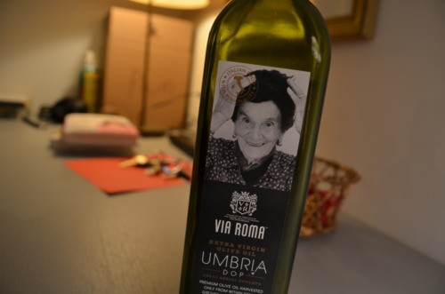 This lady! Istotally somebody's grandma!Ilove her!  (And her olive oil's notbad either.)  Pour 3 tbsp of her atopshrimp.