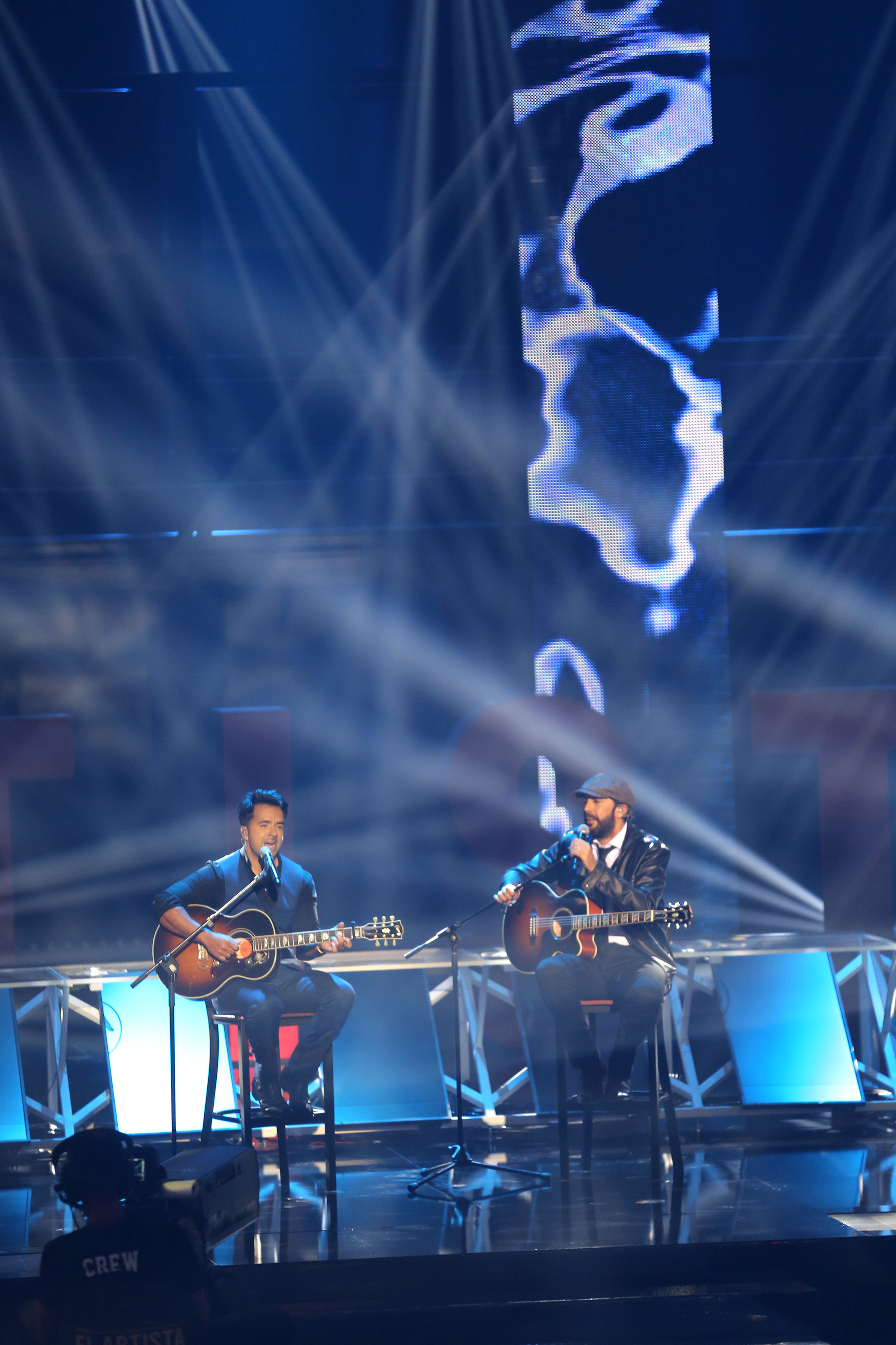 YO SOY EL ARTISTA -- Season:1 -- Pictured: (l-r) Luis Fonsi, Juan Luis Guerra -- (Photo by: Josh McComas/Telemundo)