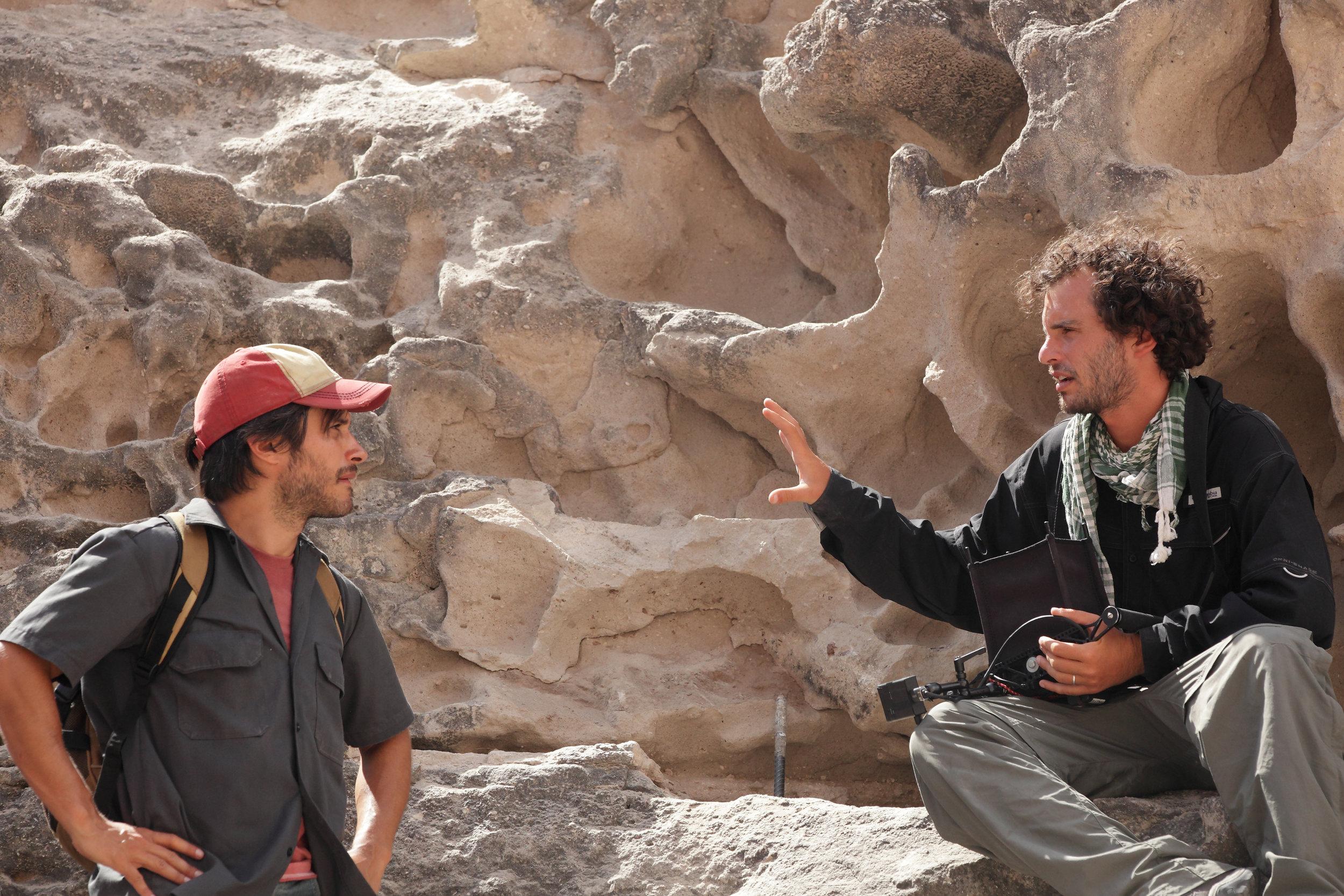 Gael Garc�a Bernal and Director Jon�s Cuar�n on the set of DESIERTO