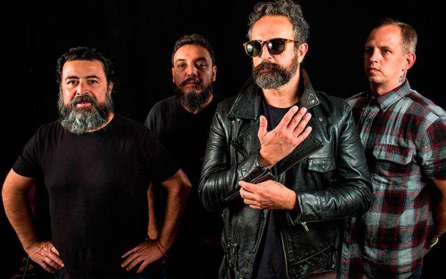 """La empresa líder de merchandise HipMerch, se va de gira con el icónico grupo de rock mexicano MOLOTOV.  El nombre de la gira se refiere al lanzamiento de su reciente disco """"Unplugged: El desconecte"""", donde temas emblemáticos como """"Here we kum"""", """"Gimme tha power"""", """"Frijolero"""" y """"Voto latino"""" se reviven en compañía de grandes artistas.  Hip Merch, acompañará a MOLOTOV durante la gira 'El Desconecte Tour' , y ofrecerá al público dicho álbum y artículos oficiales a lo largo de cada recinto de la gira.   FECHAS DE GIRA:    AGOSTO  11 The Rave/Eagles Club /Milwaukee 13 Howard Theatre/ Washington DC 14 Sony Hall/NYC 15 Club Soda/Montreal Canada 16 The Opera House/Toronto Canada 17 Joe's Live Rosemont, Chicago 18 El Club/Detroit 20 The Odgen Theatre/Denver 22 Ace of Spades/Sacramento 23 The Regency/San Francisco 24 The Hollywood Palladium/Hollywood 25 Riverside Municipal Auditorium /Riverside 27 Music Box/ San Diego 28 The Rialto Theatre / Tucson AZ 29 Speaking Rock Entertainment Center/El Paso 30 Vibes Event Center/San Antonio 31 Canton Hall/Dallas   SEPTIEMBRE   1 Oak Music Hall /Houston 2 Masquerade/Atlanta  HipMerch se ha consolidado como la empresa de la predilección de los artistas de la música Latina e internacional quienes han depositado su confianza en la empresa para crear una experiencia inolvidable para sus seguidores quienes desean adquirir todo lo relacionado con su artista favorito durante sus giras por Estados Unidos ofreciéndoles artículos de calidad como: playeras oficiales, vinilo, CD edición especial y DVDs."""