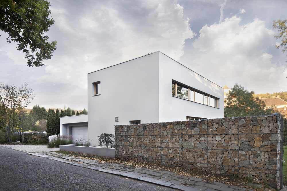 Modern-House-Temperate-Climate.jpg