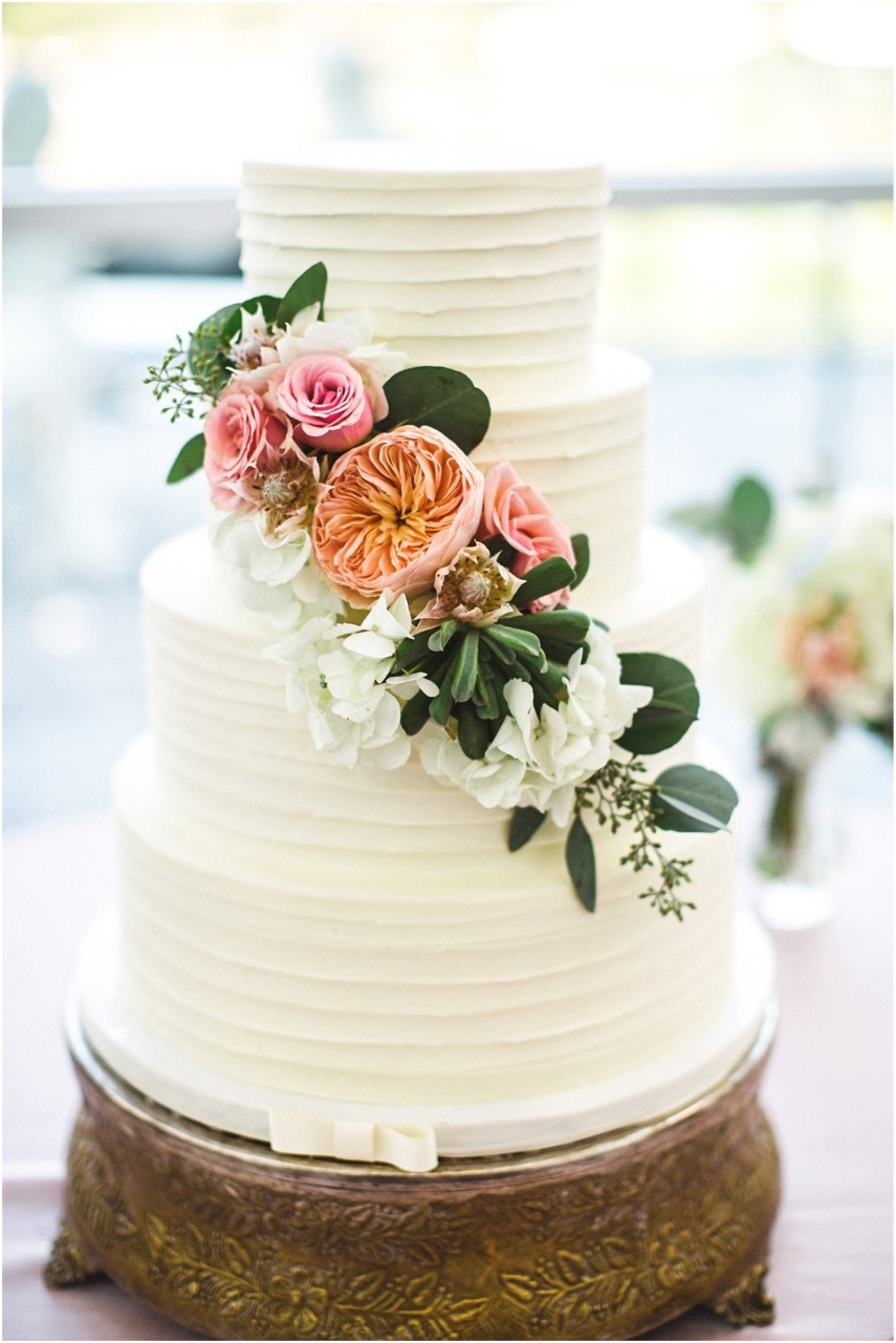 Garland style flowers on the cake