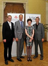 Vienna's city councilman for culture  Andreas Mailath-Pokorny  (2nd from left) at the presentation of the Leon Zelman Prize 2014, with  Martin Krist  (left), presenter  Werner Dreier  (right) and  Susanne Trauneck , JWS. (Photo: © PID/Schaub-Walzer)