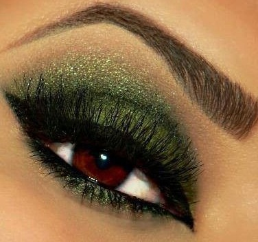 Christmas-Eyeshadow-Look-Green-e1387531941143.jpg