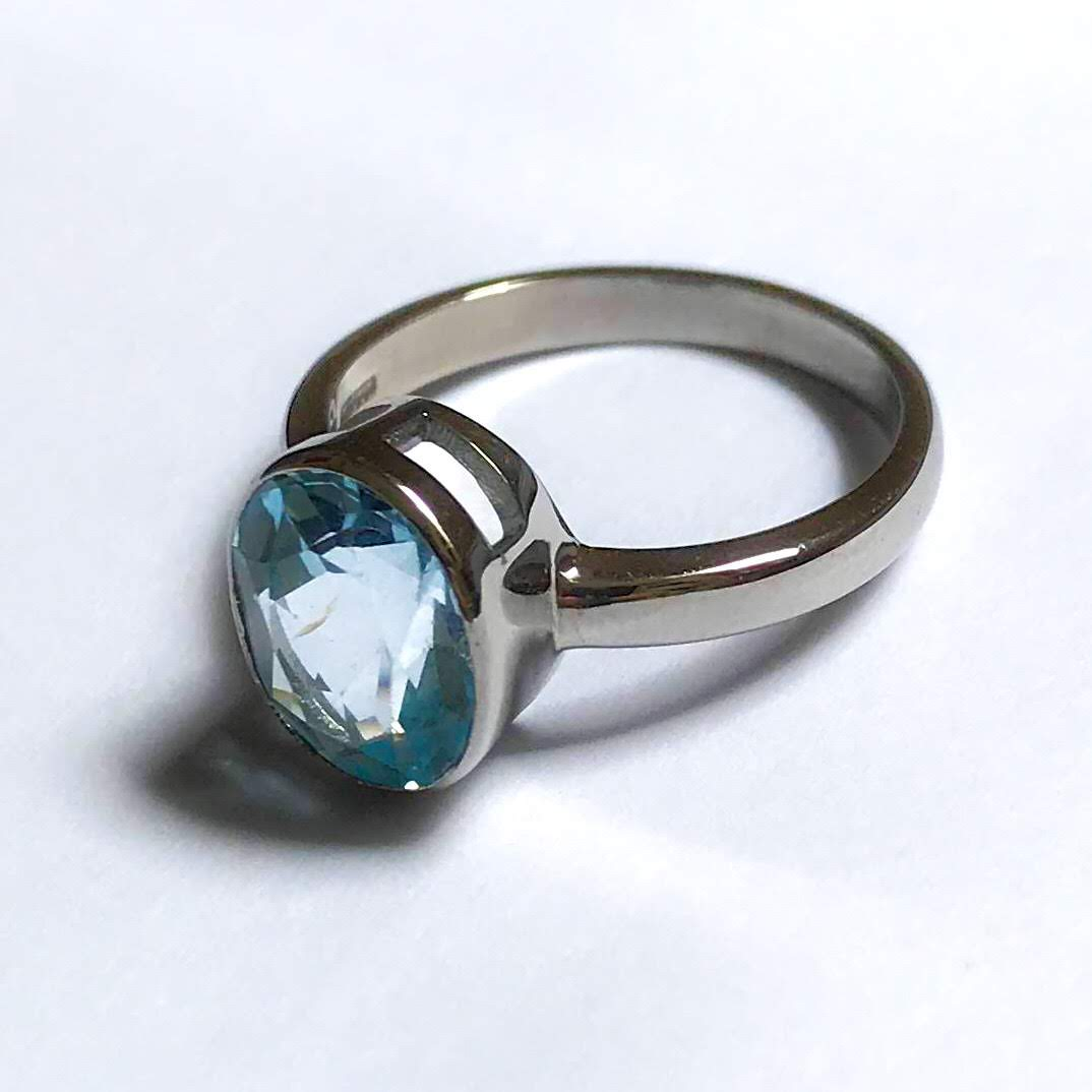 - The Jeweller did well and the man shook his hand. He gave the magic barracuda ring back to the woman and she was happy.