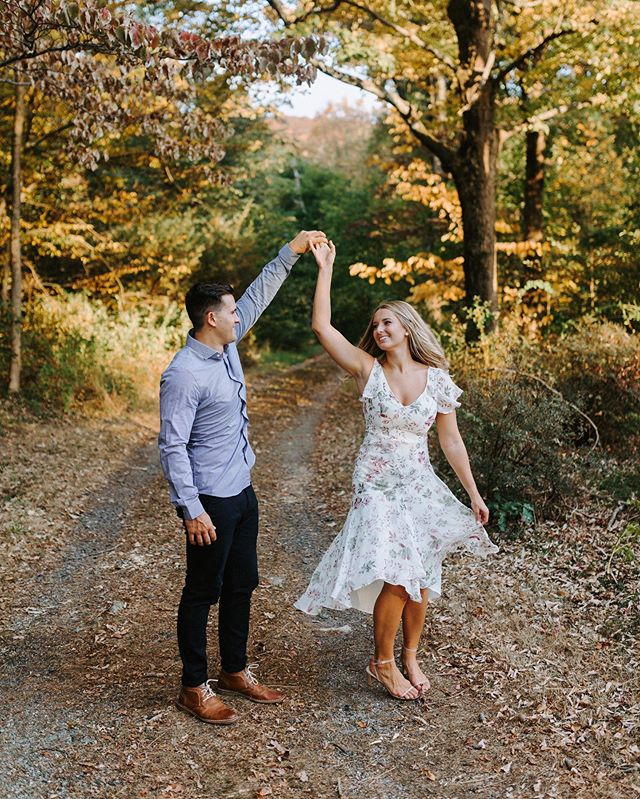We see you, fall 🍁 . . . #engagement #newjerseybotanicalgardens #NJBG #weddingphotographer #newjersey #NJ #fall #nature #sunset #ringwoodnj #engagedlife #skylandsmanor #autumn #ringwoodstatepark #outdoors #adventurousstorytellers #dancing #adventure #couplegoals #radcouple #njweddingphotographers