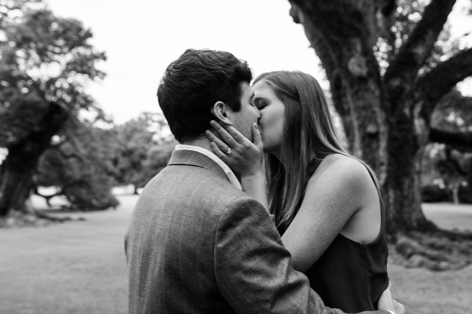 kissing under the oak trees
