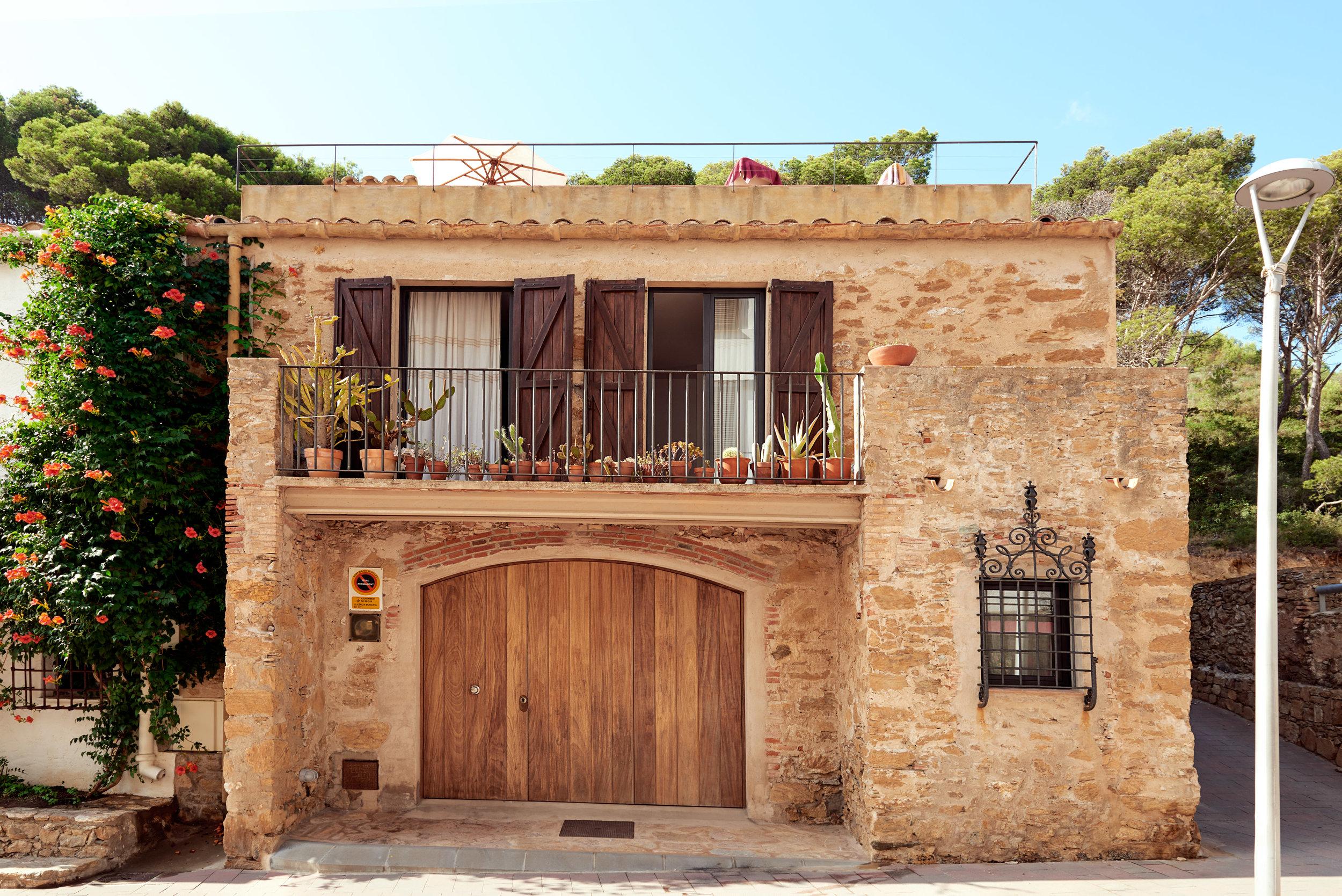 20150830_Travel_Spain-brick-house-web.jpg