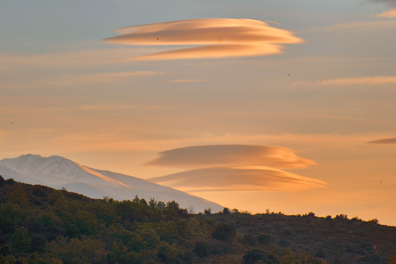 lenticular_clouds.jpg