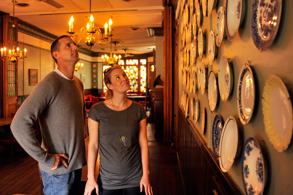 couple_plate_wall.jpg