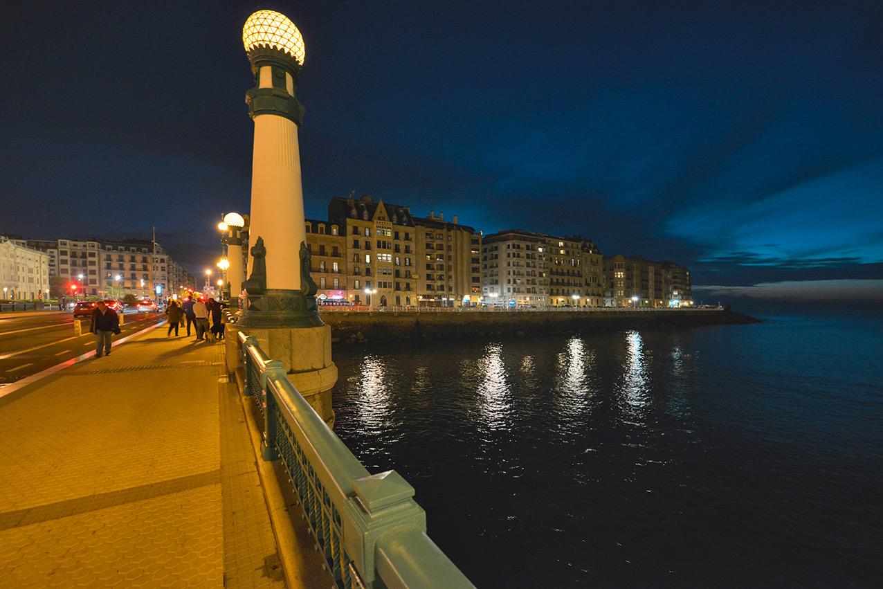 zurriola_bridge_night_urumea.jpg