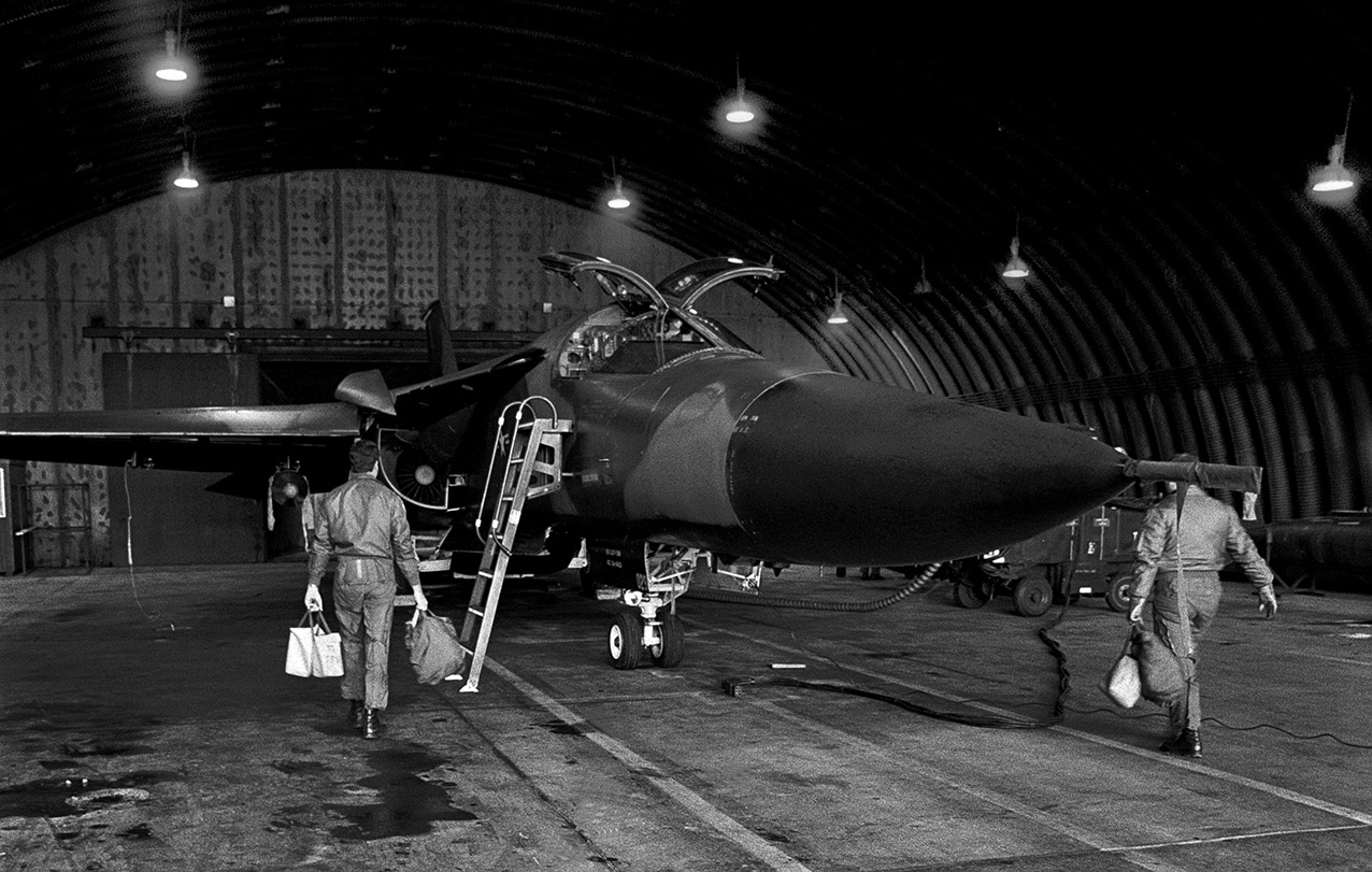The two crew about to board an F-111E inside its hangar, RAF Upper Heyford, 1990