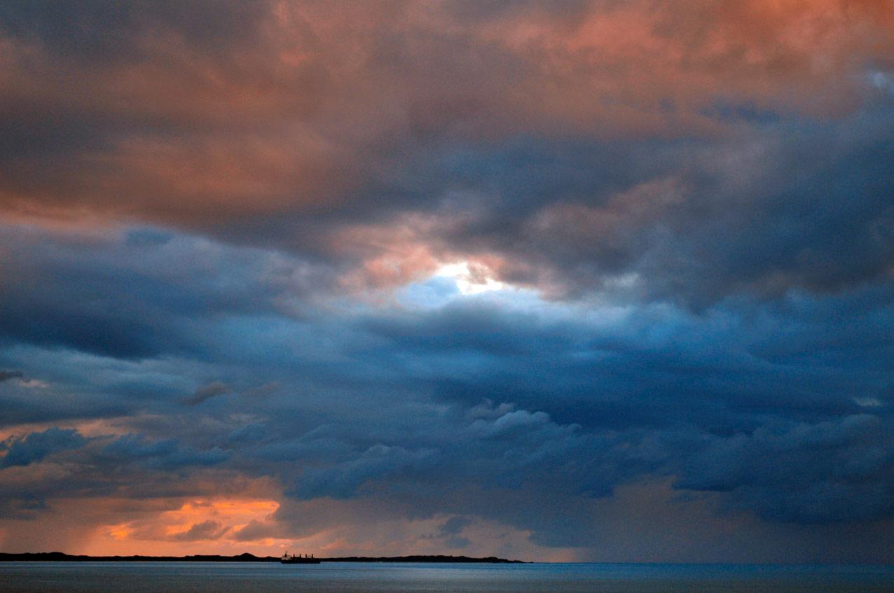 storm_clouds_garden_island.jpg