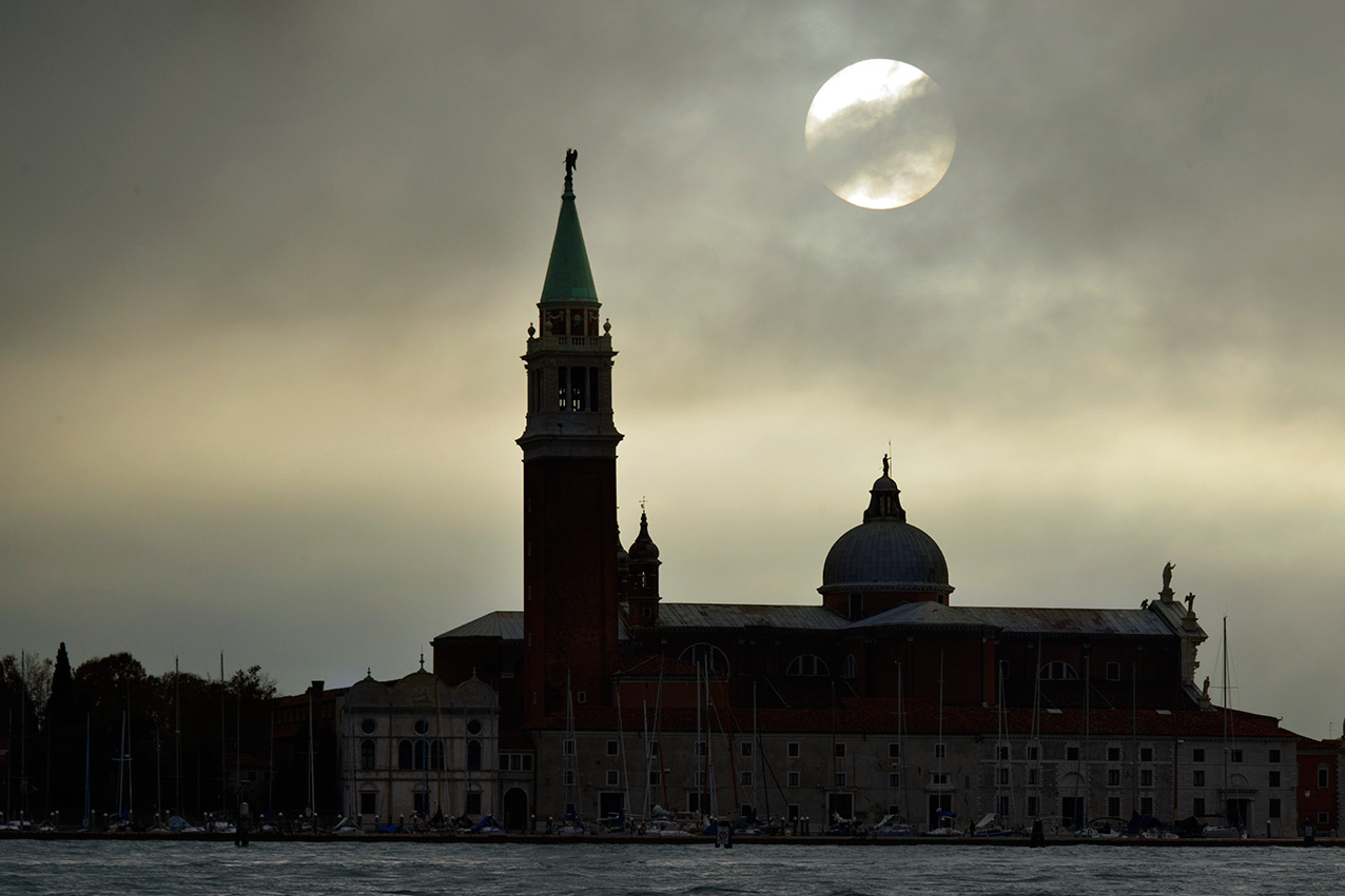 night_moon_venice.jpg