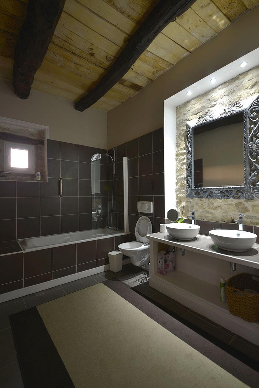 The Studio Suite bathroom