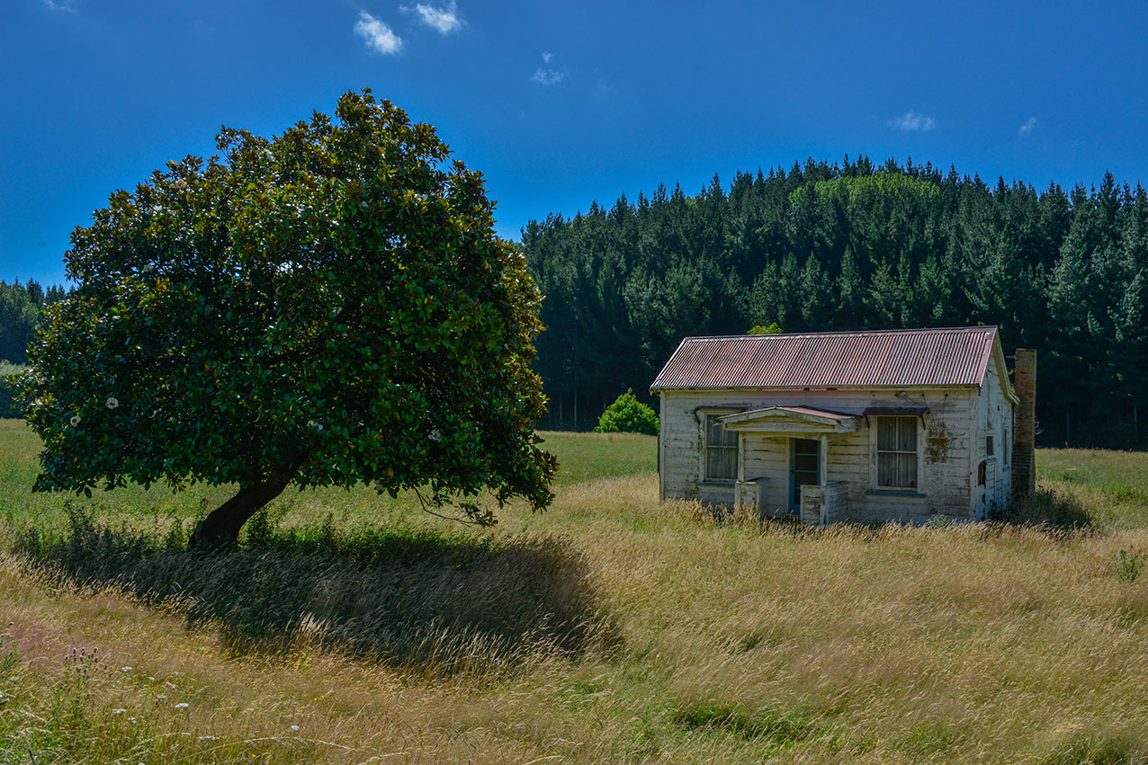 Abandoned home near Hunterville