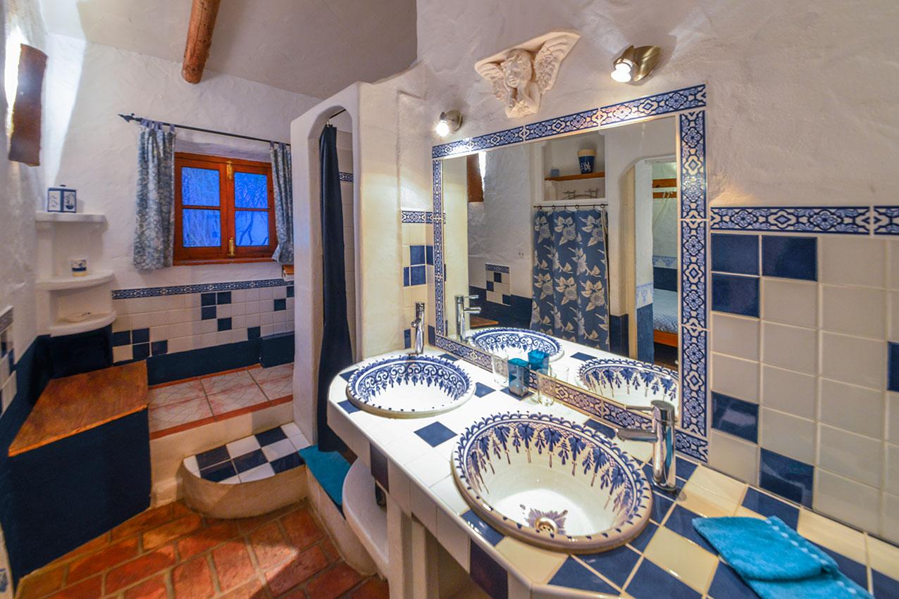 bathroom_full.jpg