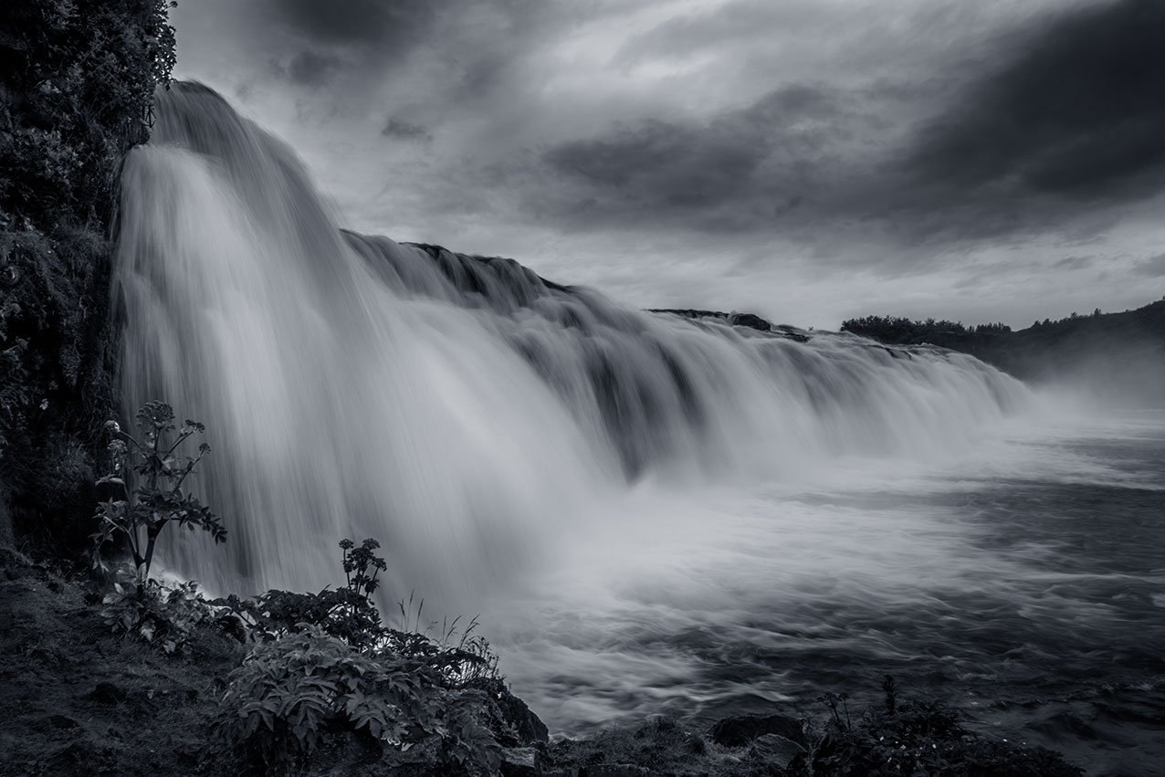 Faxi waterfall in mono