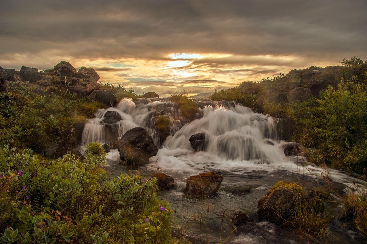 waterfall_iceland_a.jpg