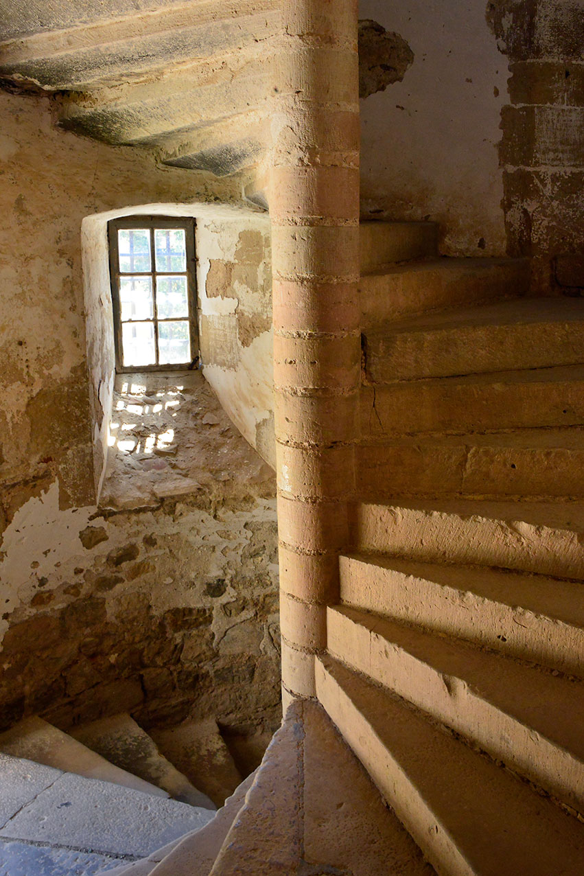 medieval_staircase_bruniquel.jpg