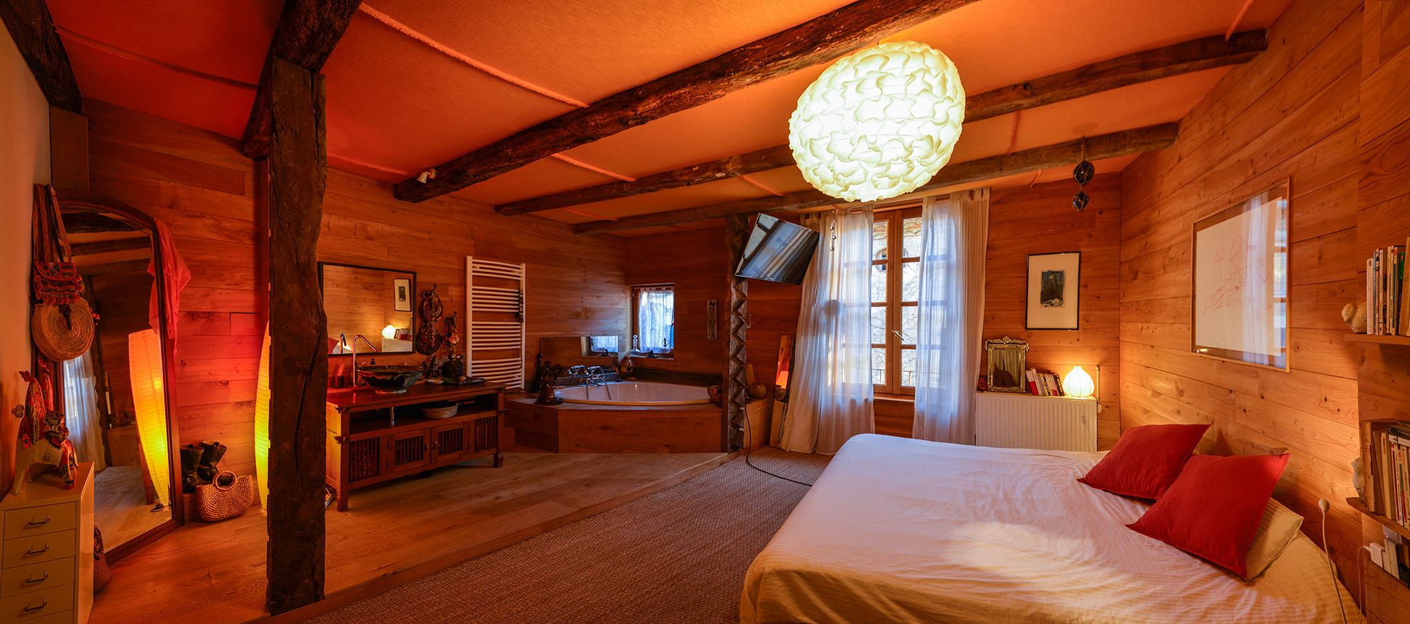 raphael_bedroom_pano.jpg