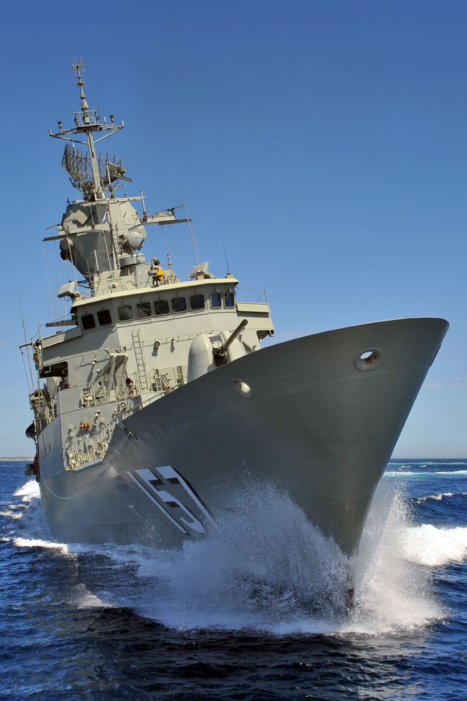HMAS Perth at speed
