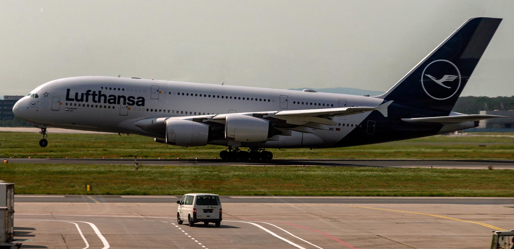 Lufthansa Airbus A380 liftoff