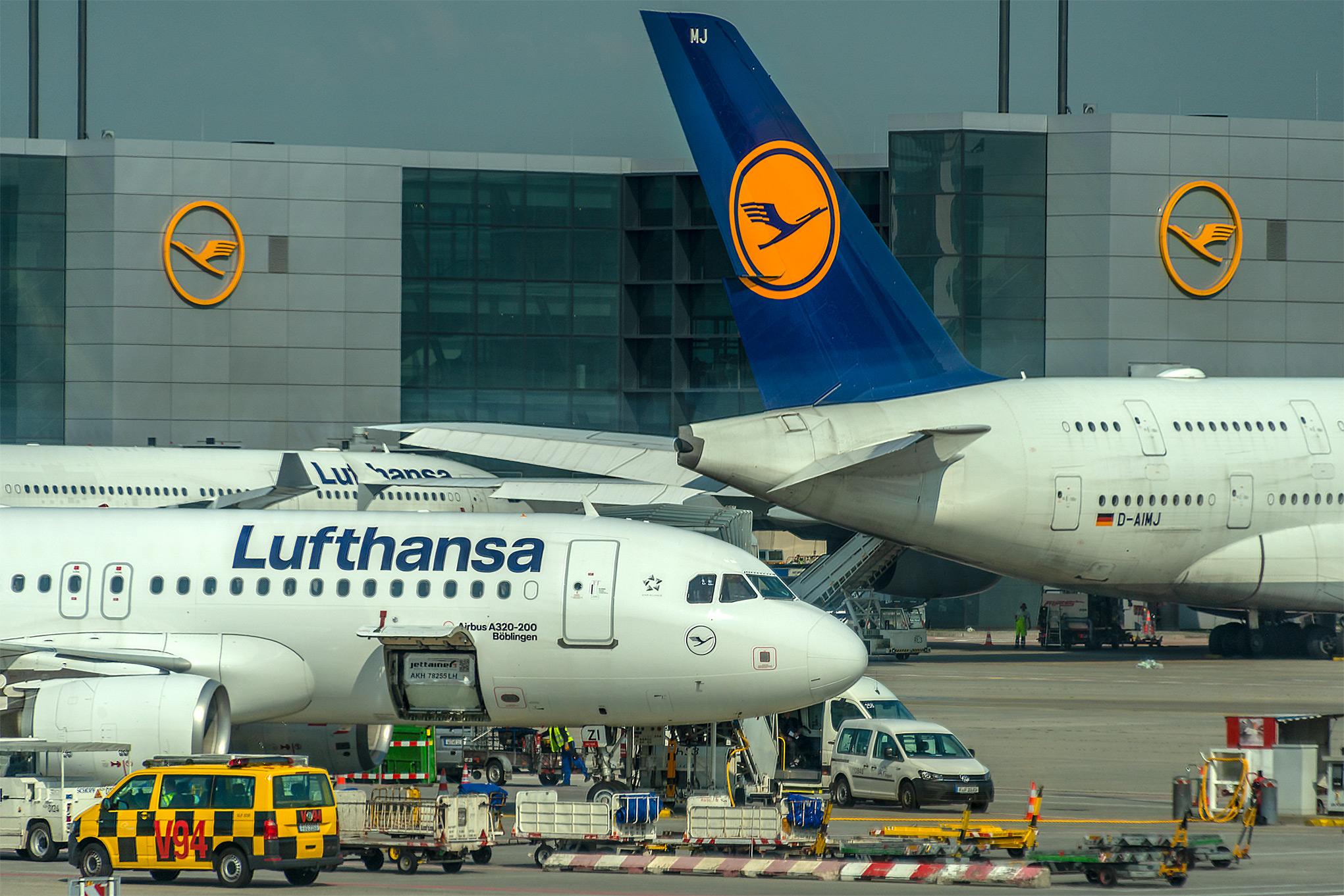 Frankfurt airport & Lufthansa aircraft