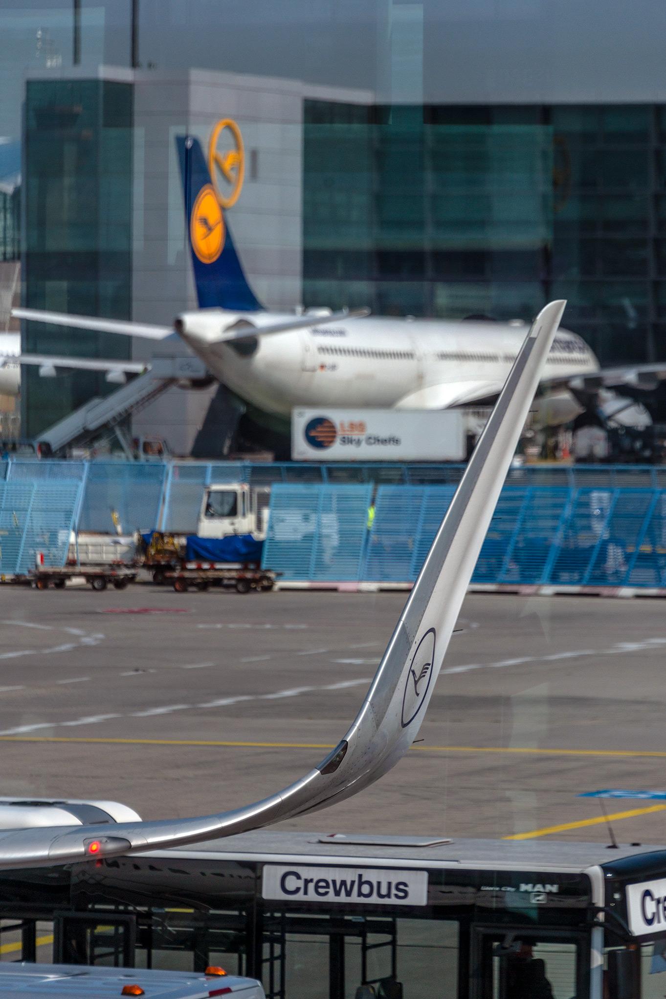 Frankfurt airport and Lufthansa winglet