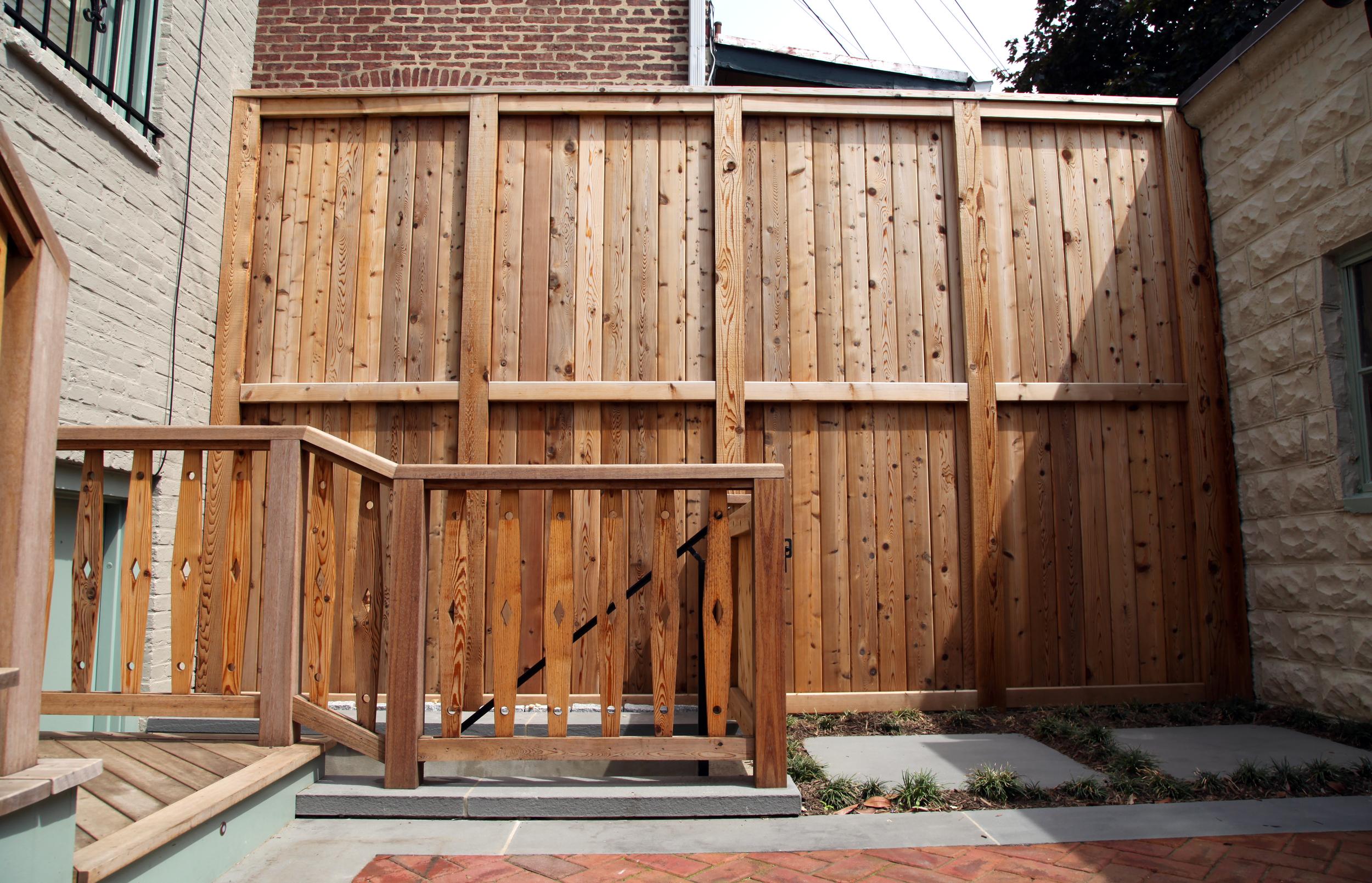 Serazin_tall fence.jpg
