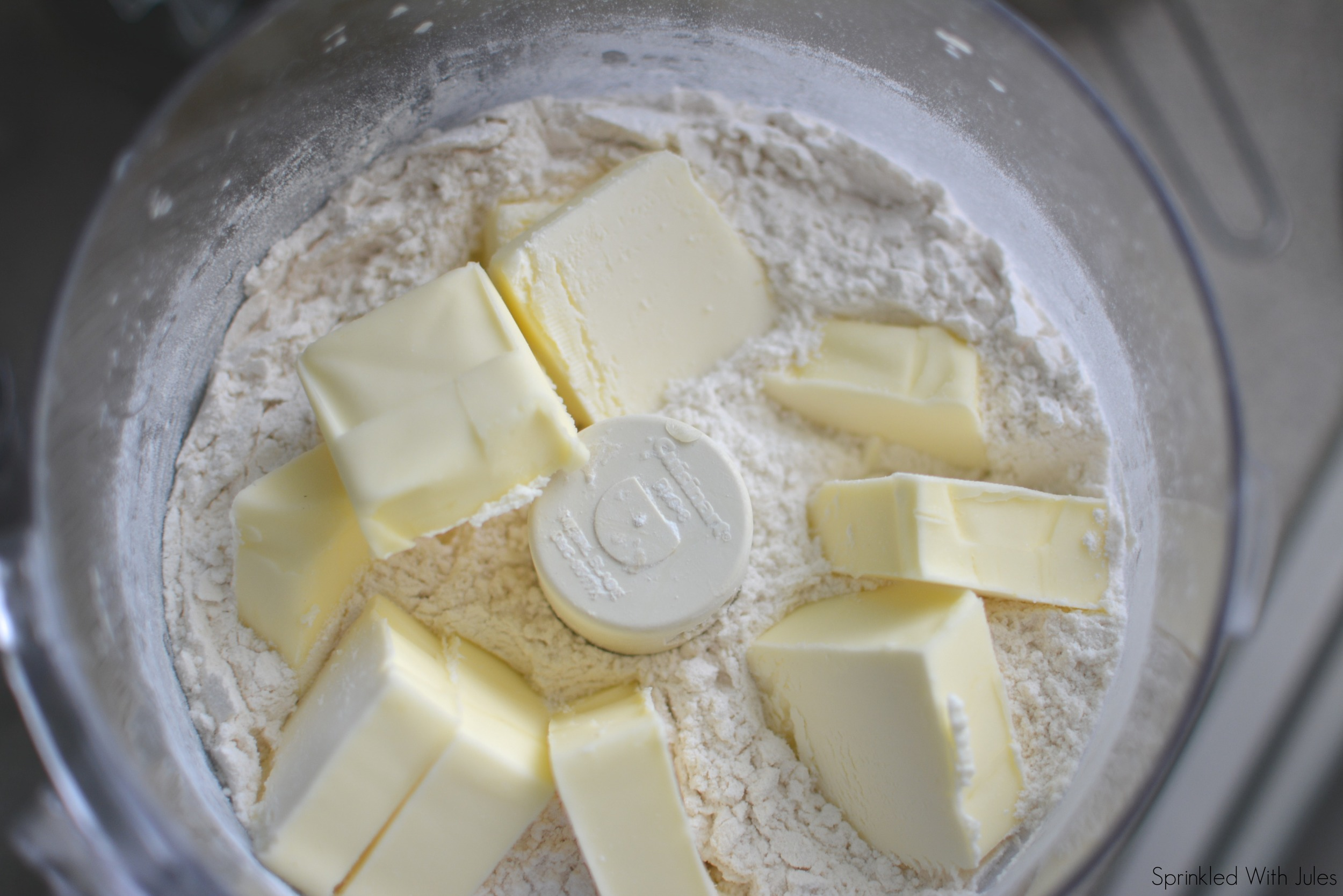 Pie Crust Tutorial for Ginger Peach Pie / Sprinkled With Jules