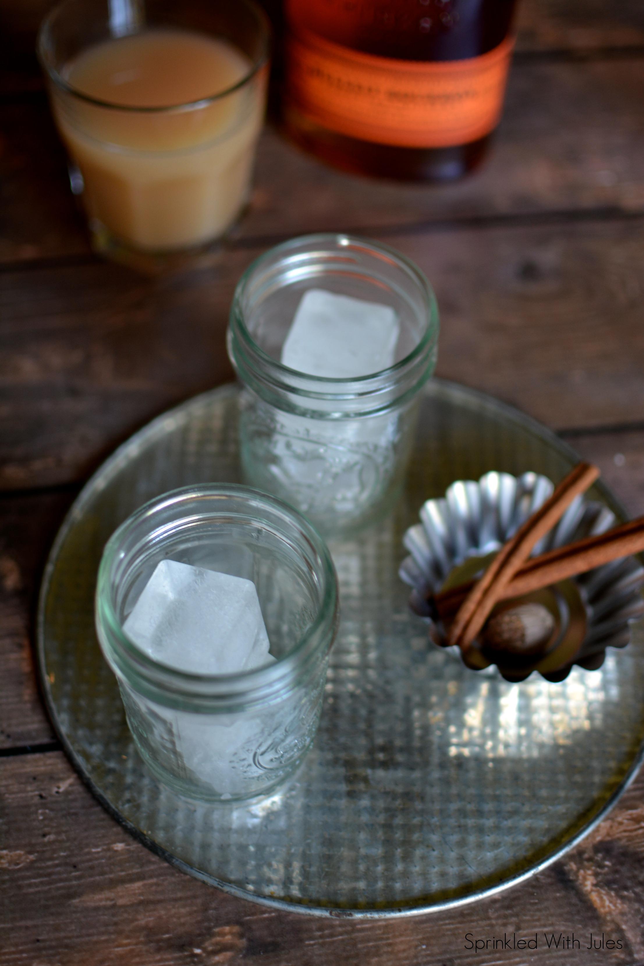 Bourbon Apple Cider Cocktail / Sprinkled With Jules