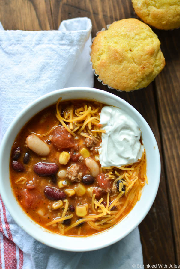 Easy Healthy Chili. This chili comes together quickly and can be made extra skinny by using ground turkey! It's so good! / Sprinkled With Jules