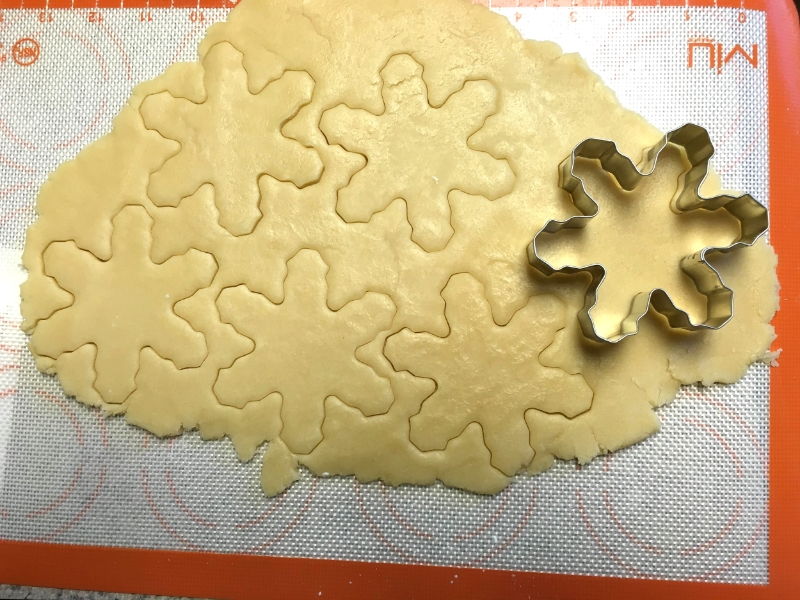 perfect sugar cookies that keep their shape! vanilla almond cut-outs