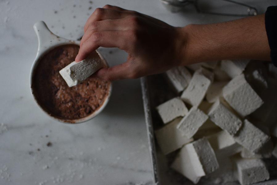 vanilla bean marshmallows / sprinkledwithjules.com