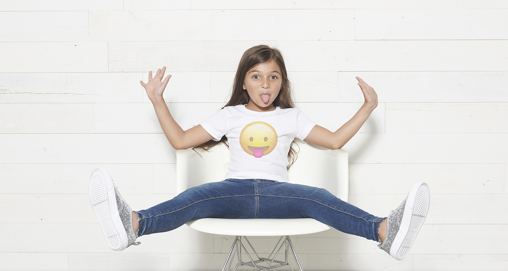 Basic_Shirt_White_Zara_Chair_Shiplap_Wall_2969_WEB.jpg
