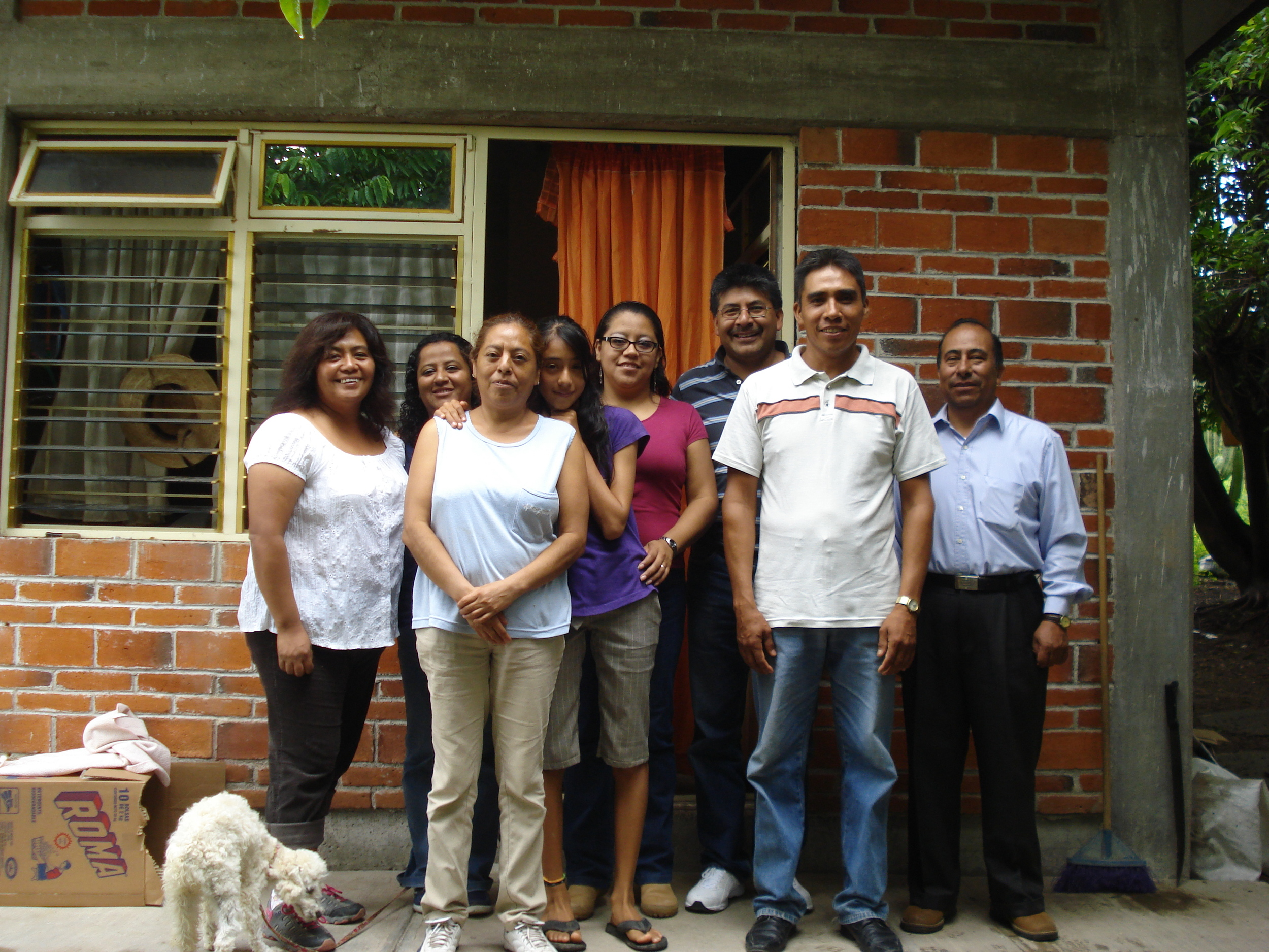 Sara, Belem, Elsa, Zabdi, Ivonne, Manuel, Agapito & Ignacio (Nancy and Noemí are missing from the photo)
