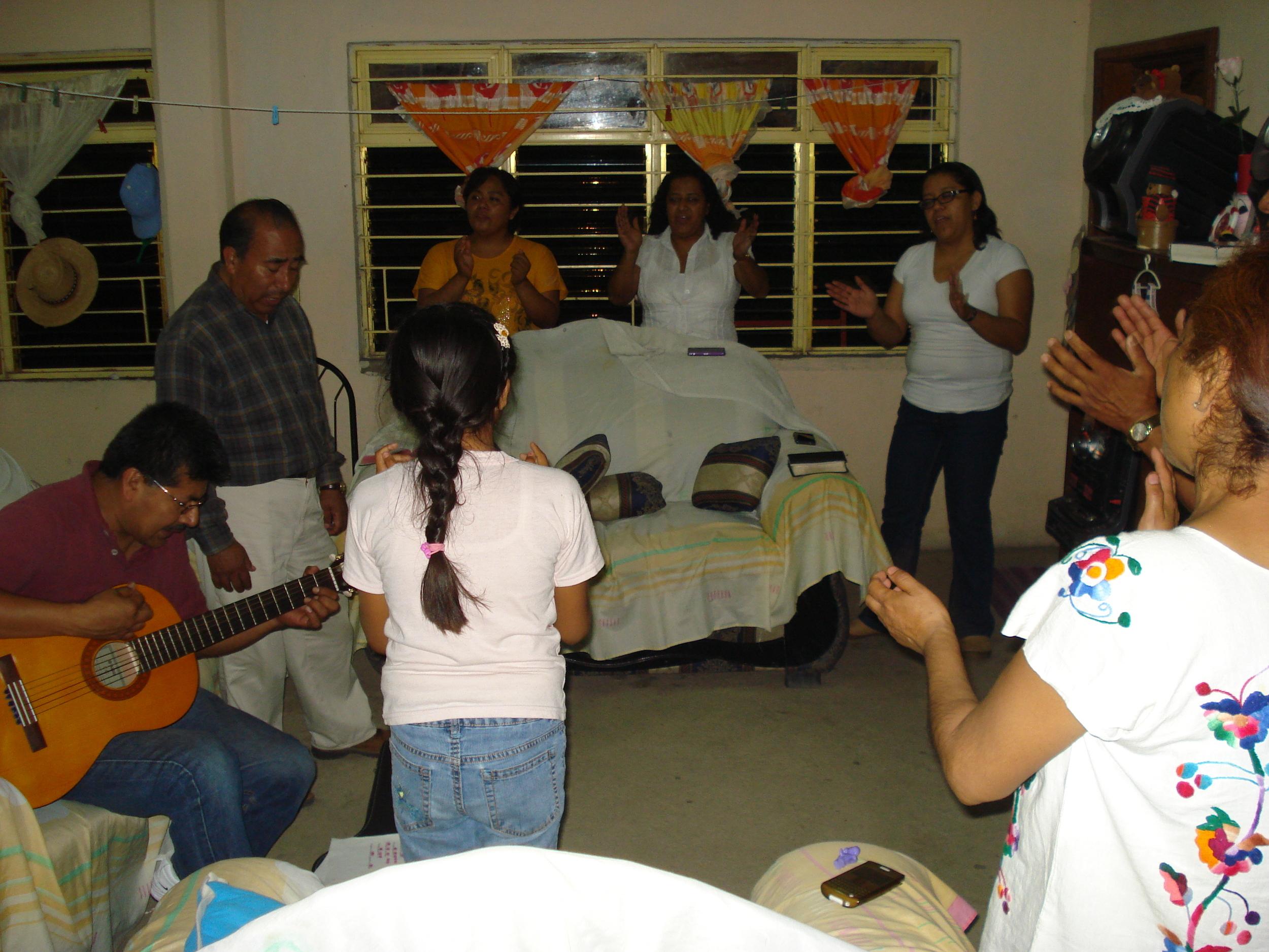 Worship time with Agapito, Elsa, Zabdi & Noemí Osorio