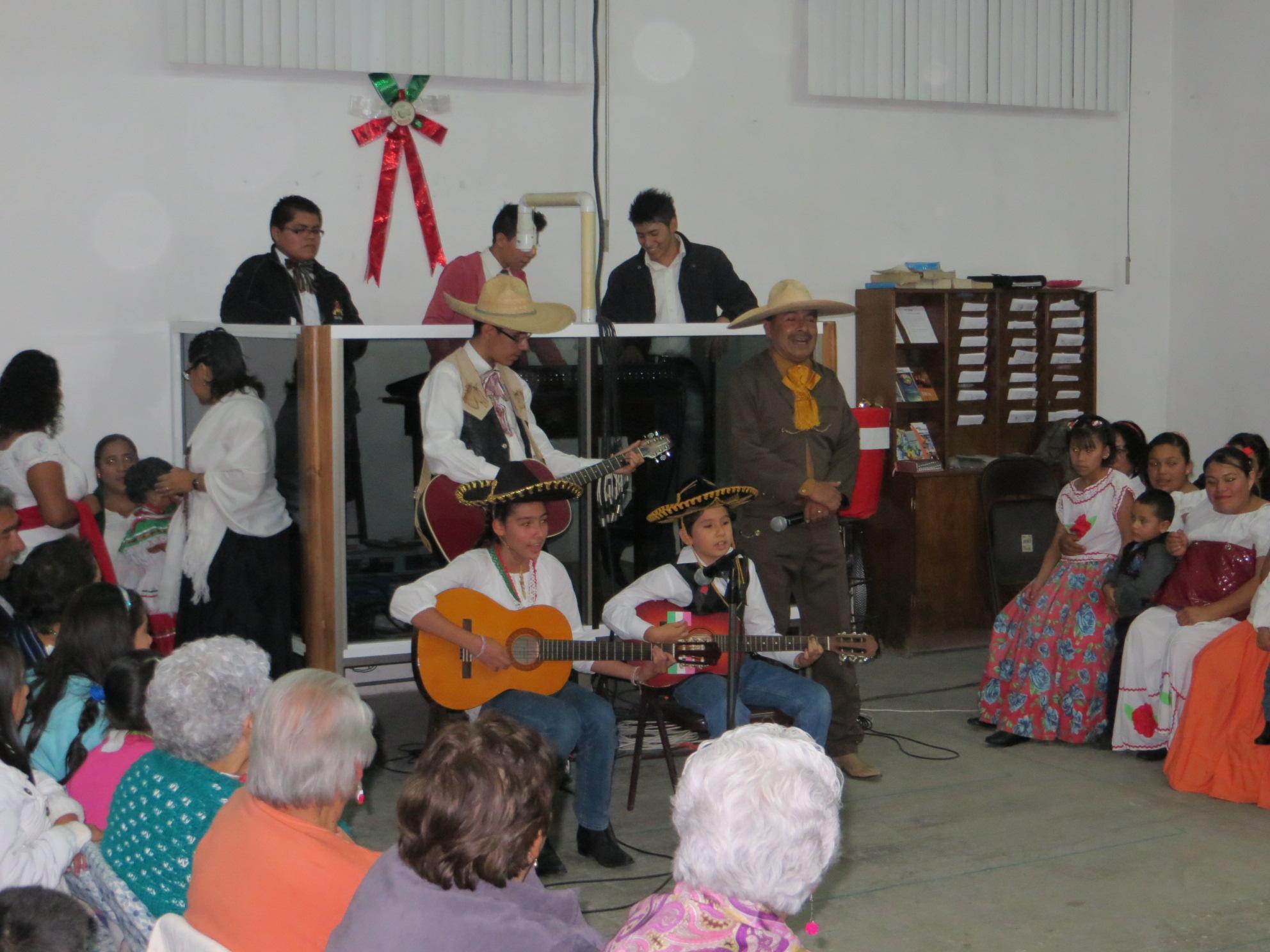 Manuel, Caleb, Kelly and Nicolas singing 2 traditional Mexican songs (Cielito Lindo and Rosita Alvírez)
