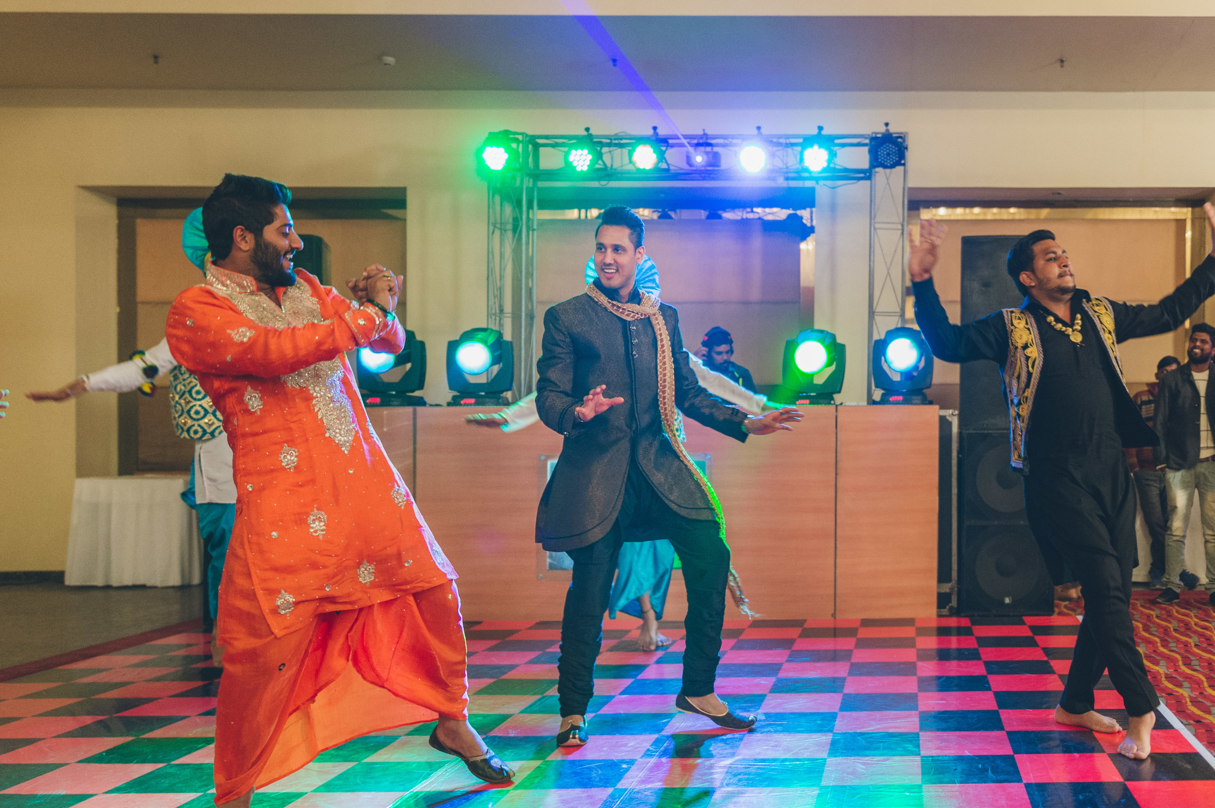 Bride's 2nd elder brother's an avid dancer. He truly belongs to the dance floor. Way to go Haresh!