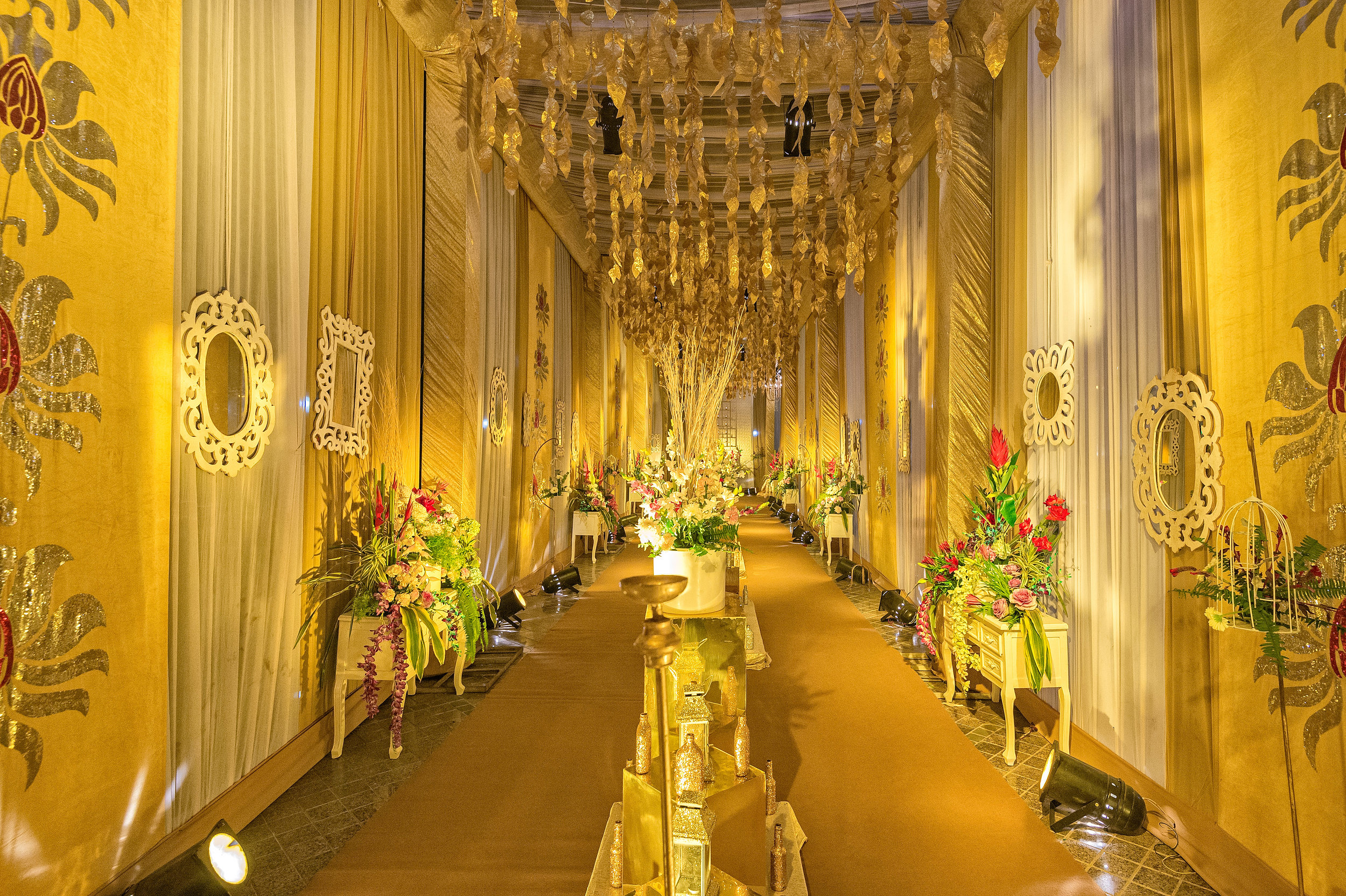 The extravagant, classy and opulent entrance to the main reception area. Look at all that gold.